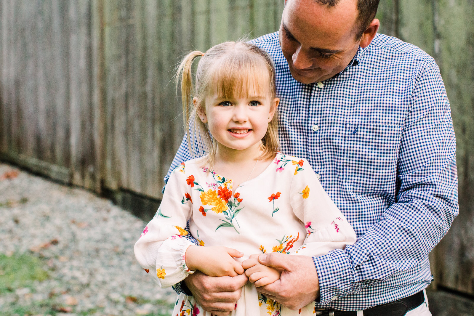 father and daughter poses, Derby Reach Park, Fort Langley, Michele Mateus Photography